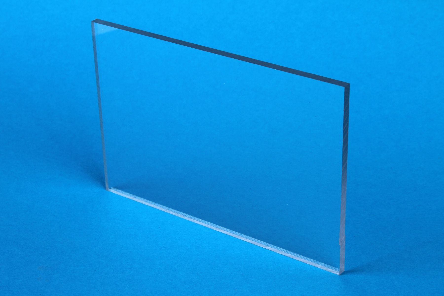 PLEXIGLAS<sup>®</sup> XT Optical *kratzfest beschichtet*
